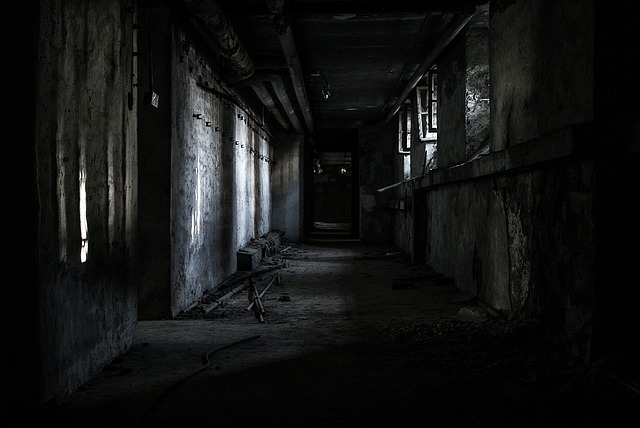 tmavá mistnost