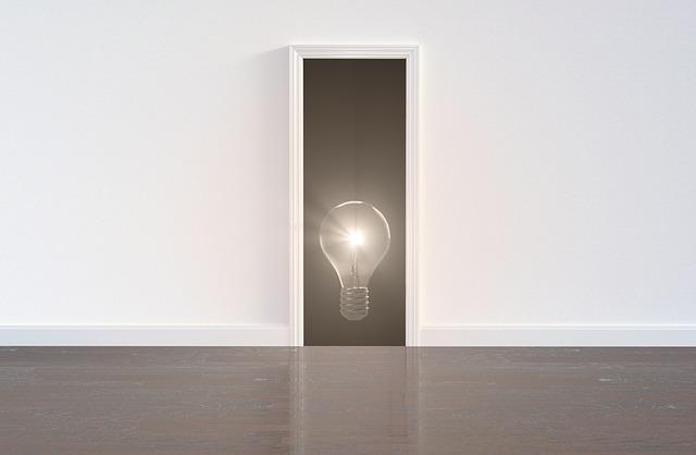 žárovka ve dveřích.jpg